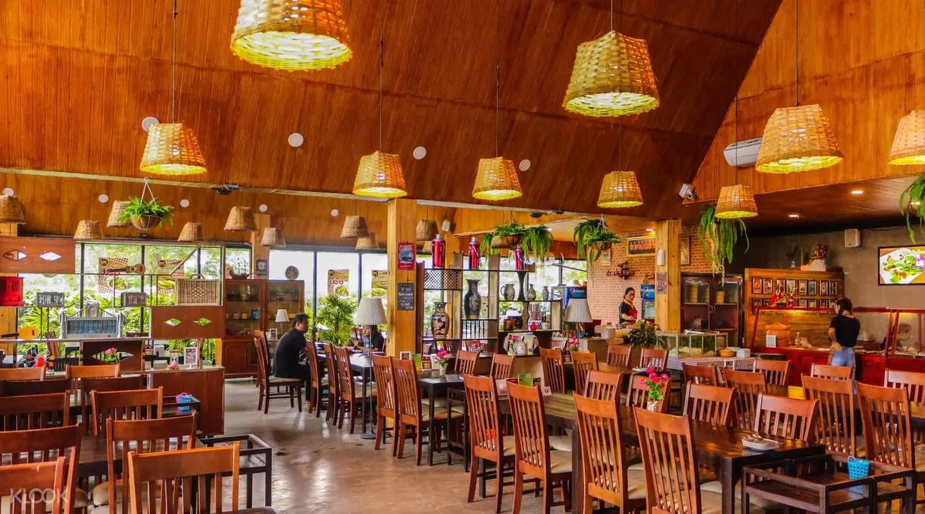 Interior of Khunn Zap Der
