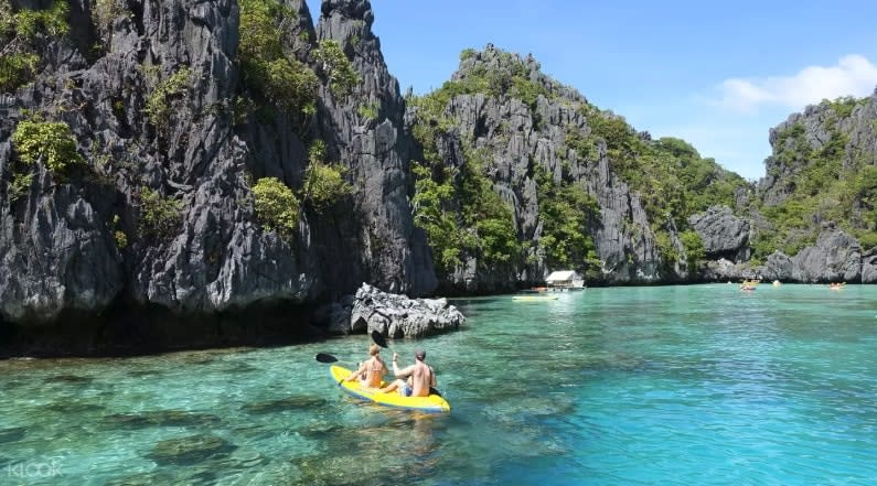 Kayaking in El Nido