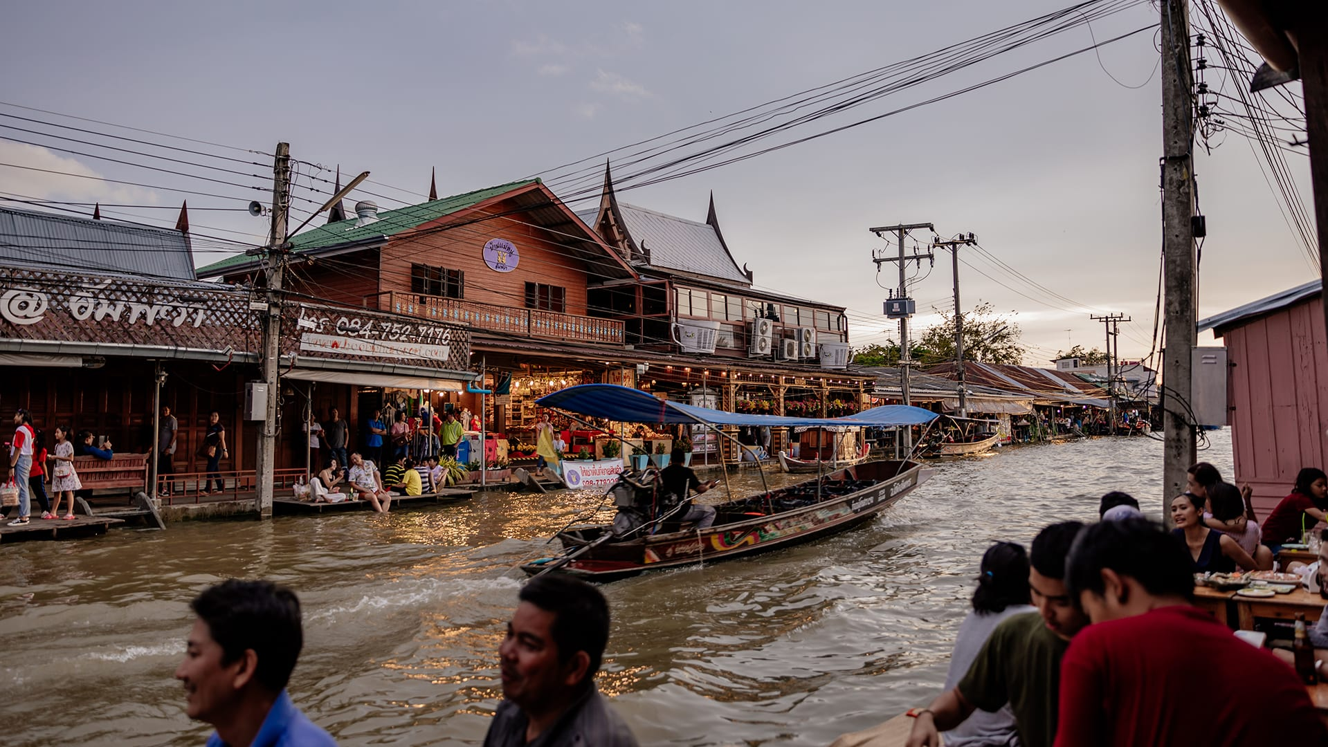Catch the fireflies in Amphawa Floating Market