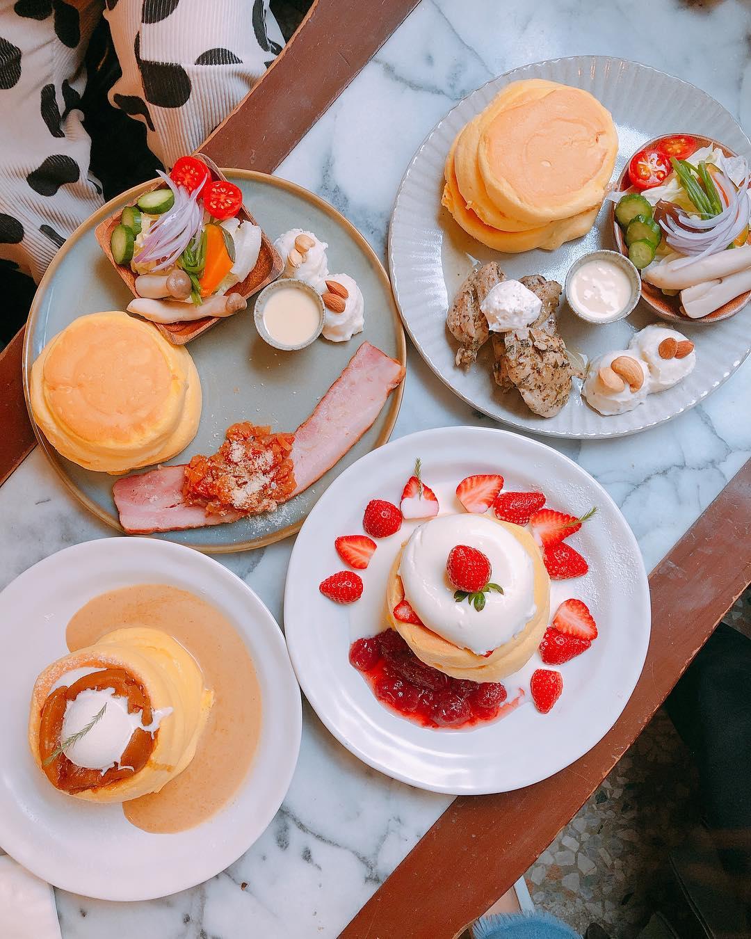 Kichi pancake flatlay
