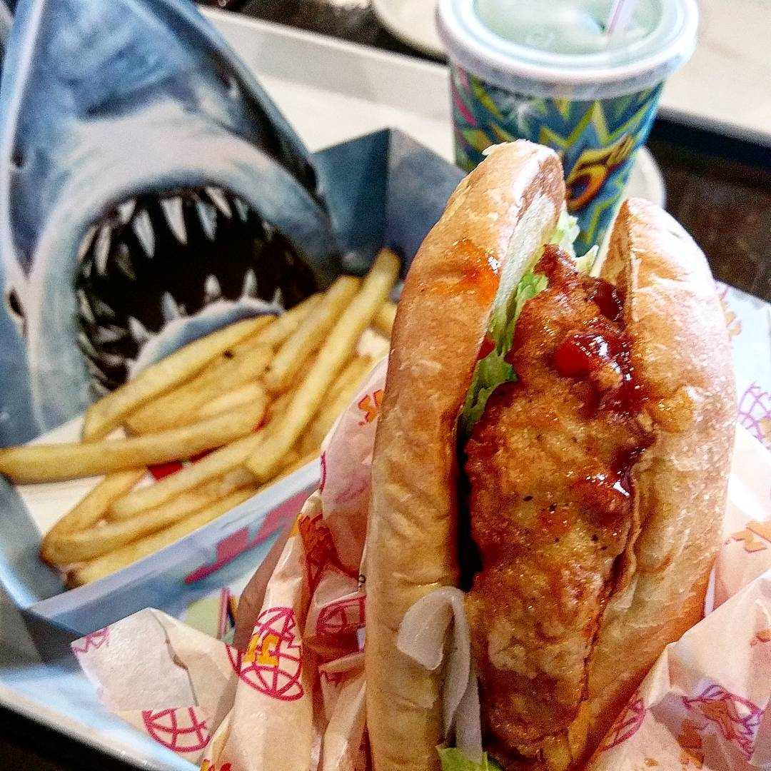 Jaws Fried Chicken Sandwich USJ