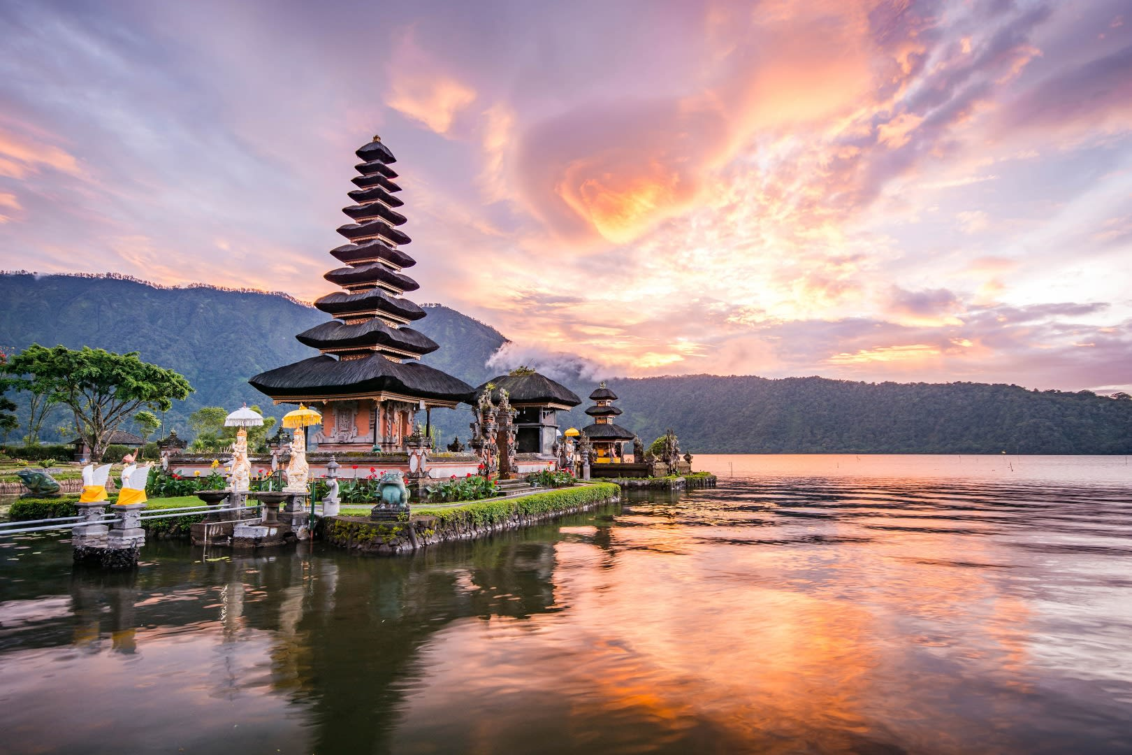 Romantic things to do in Bali for couples - Pura Ulun Danu Bratan cultural tour