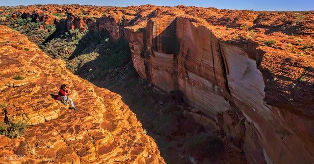 Top experiences in Alice Springs & Uluru - bus shuttle