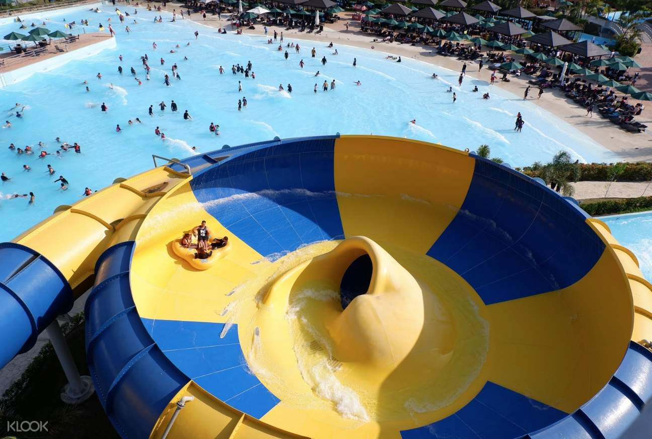 8 Waterparks and Beach Resorts Less Than 3 Hours From Manila