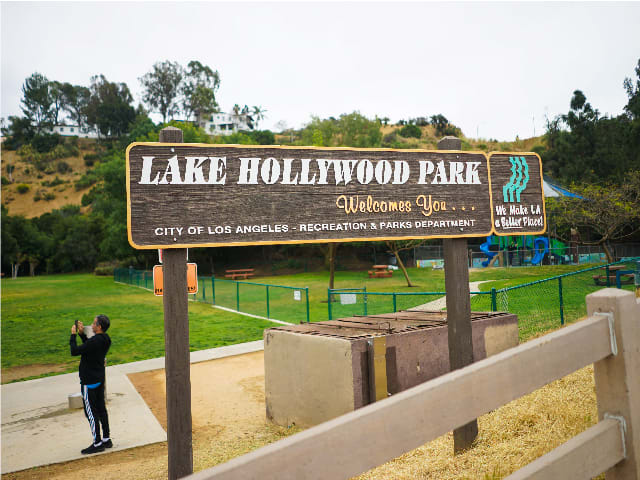 Lake Hollywood Park sign