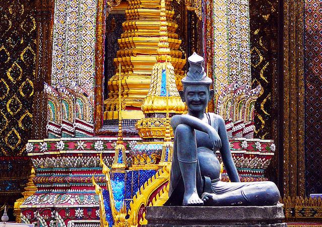 bangkok-bts-guide-Wat-Phra-Kaew-Complex