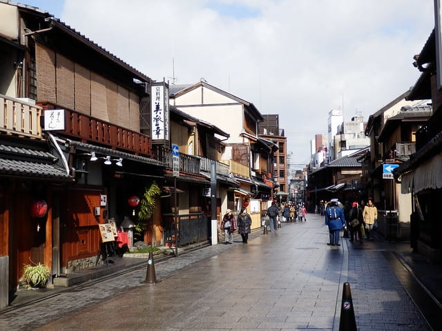 Hanami-Koji shopping district