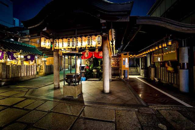 osaka-subway-guide-hozenji-temple