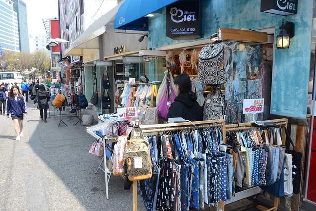seoul-shopping-budget-hongik-shopping-street-hongdae