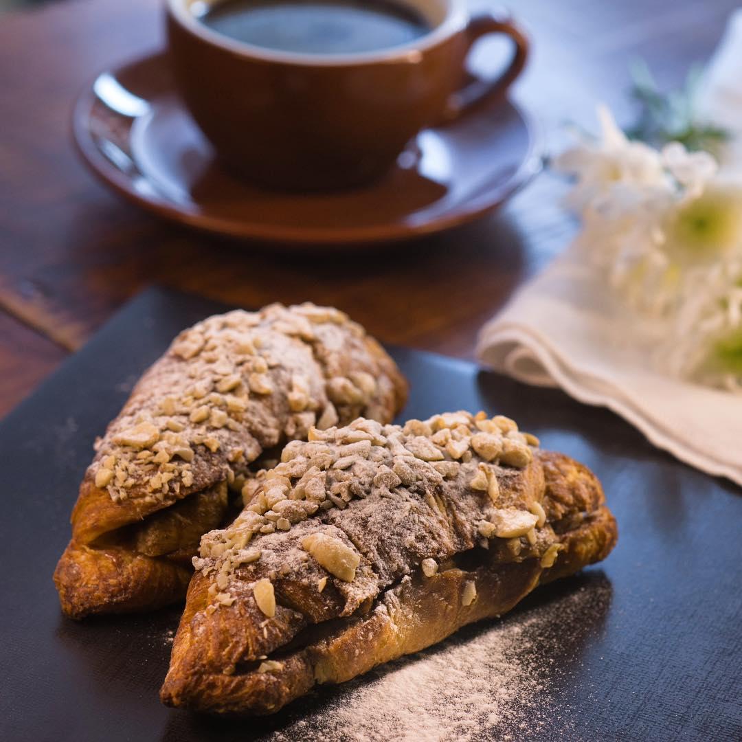 cebu-budget-guide-yolk-cafe