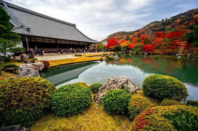 japan-autumn-tenryuji-temple