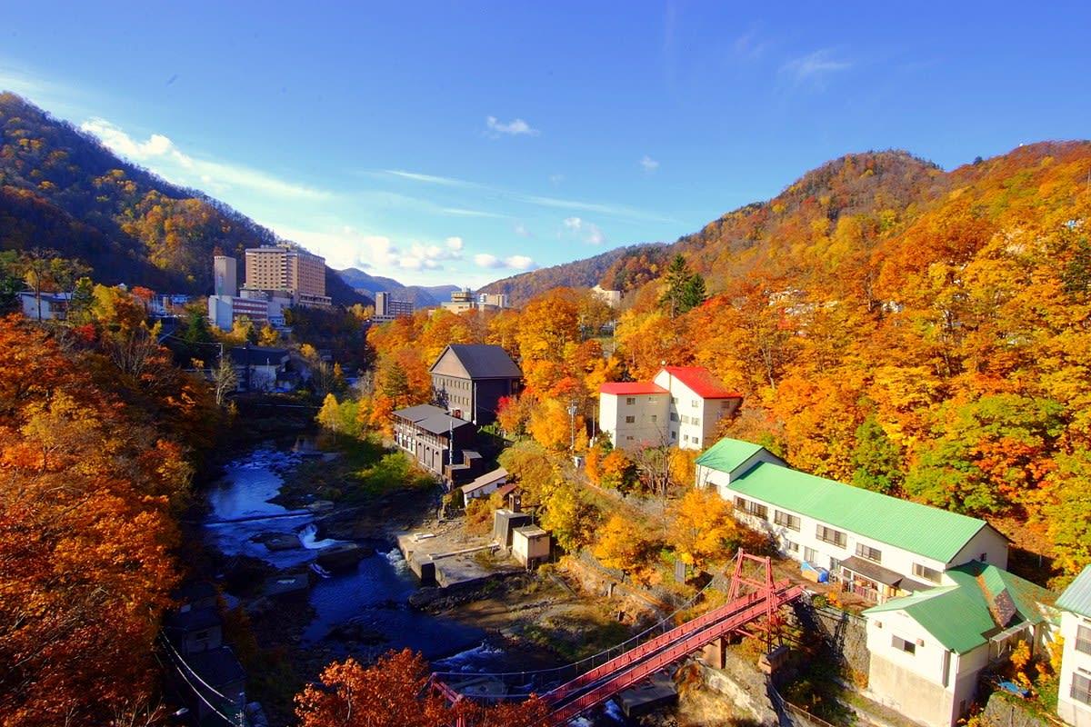 japan-autumn-jozankei-onsen