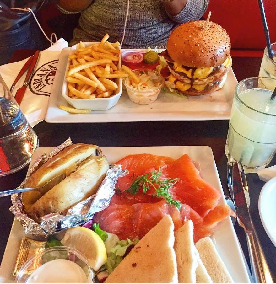 paris-budget-guide-indiana-cafe