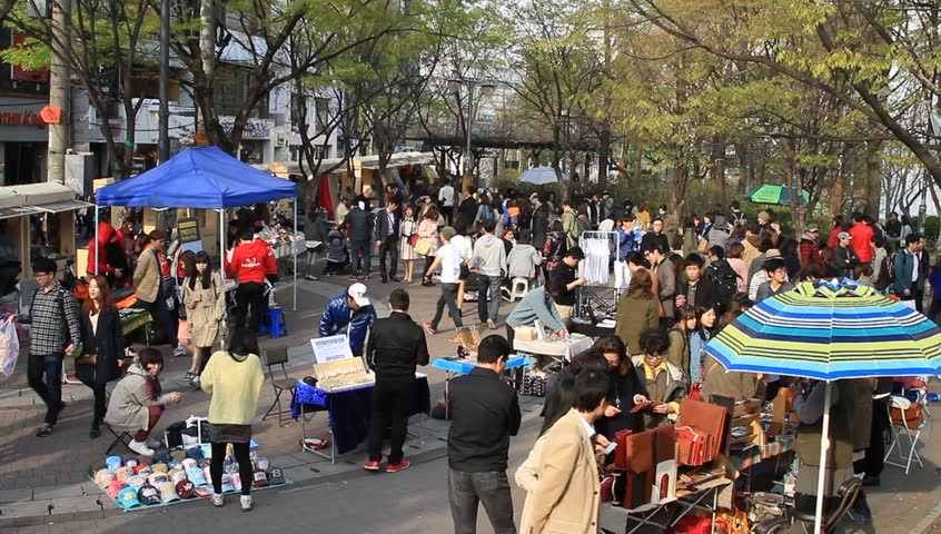seoul-subway-guide-hongik-flea-market
