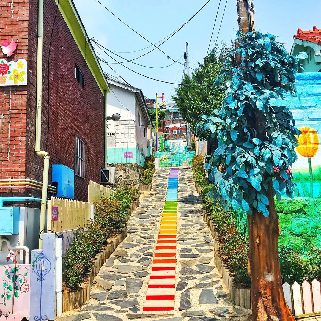 seoul-subway-guide-songwol-dong-fairy-tale-village