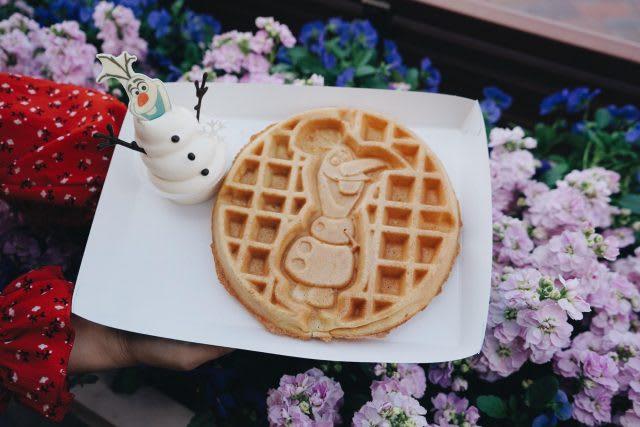shanghai disneyland food olaf waffle