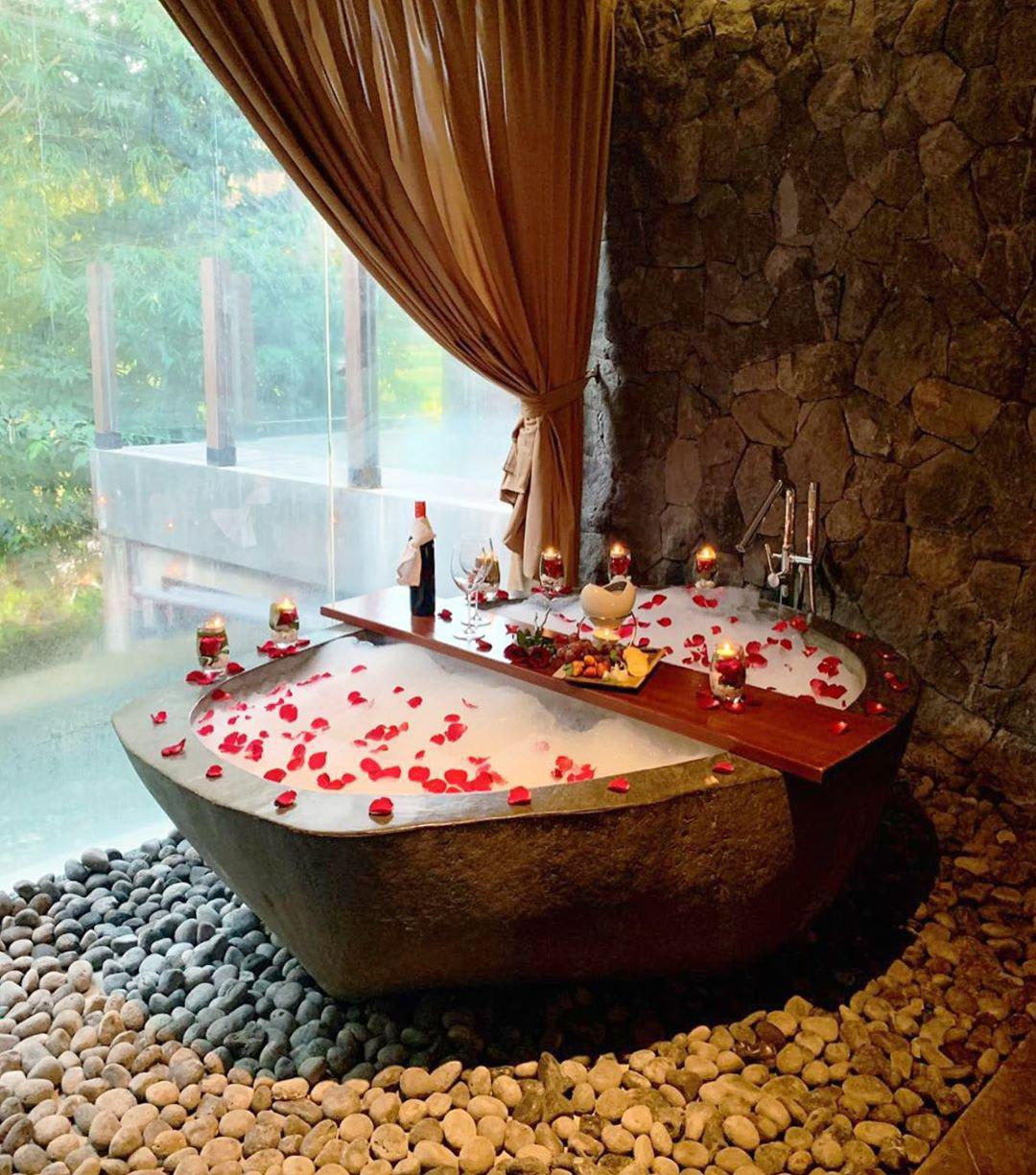 romantic-dates-bali-bubble-spa