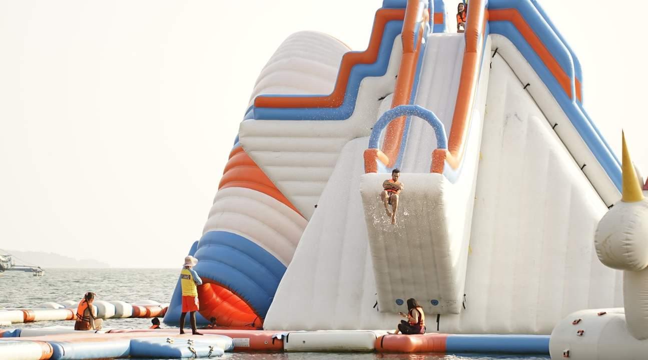 InflatableIslandinSubic