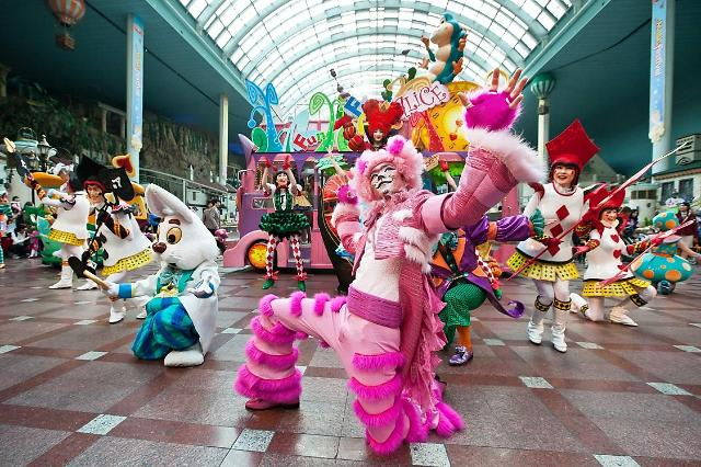 All-You-Need-To-Know-To-Conquer-Lotte-World-parade