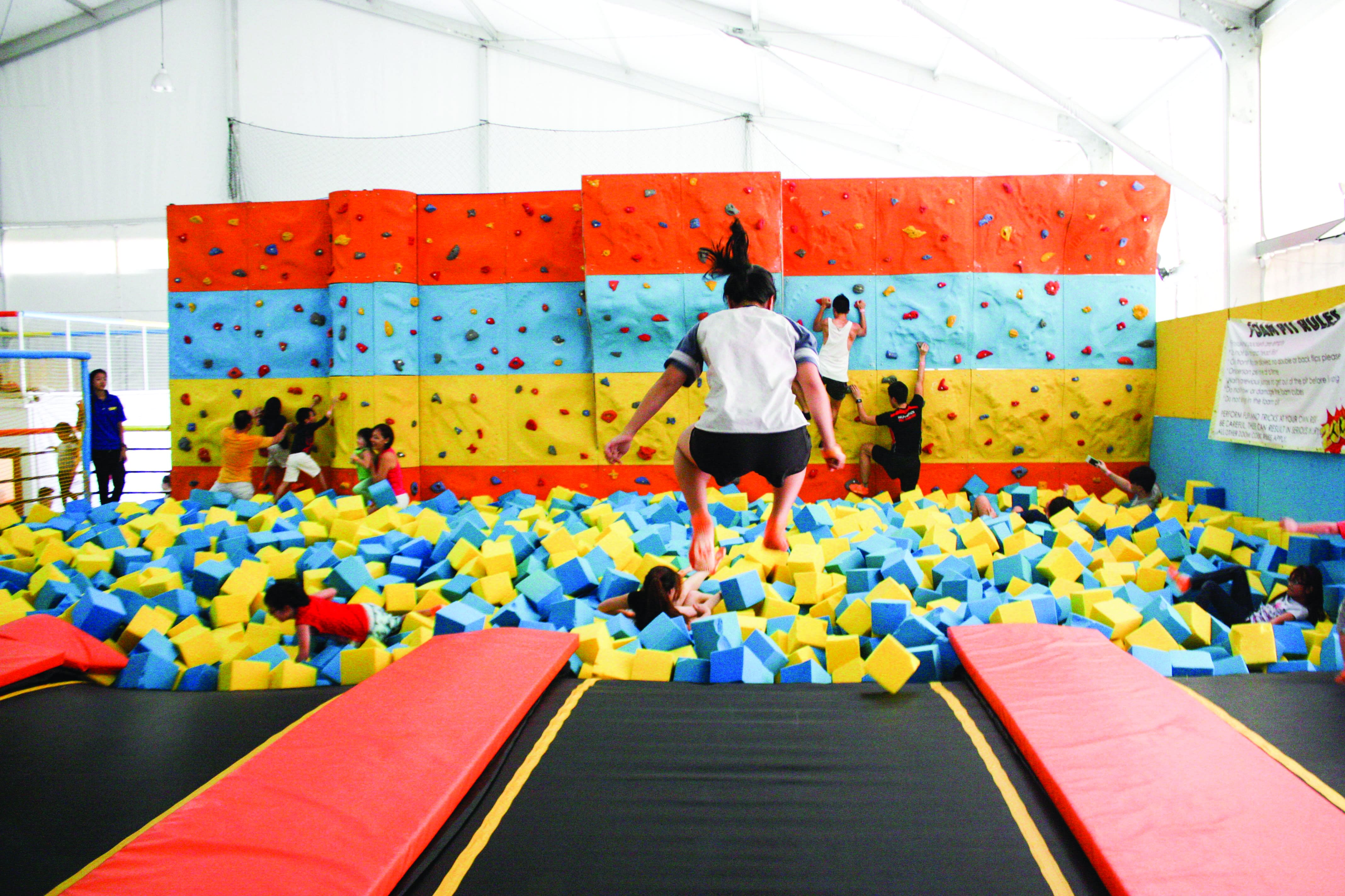 10-Activities-You-Need-to-Do-With-Your-Families-In-Singapore-Trampoline-Park