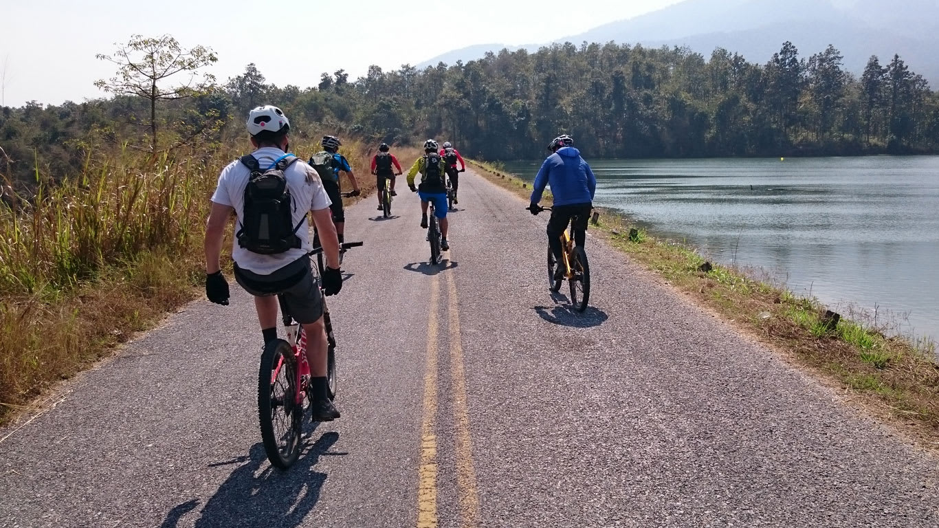How-to-explore-Chiang-Mai-under-US$35-a-day-huay-tung-tao-lake-biking
