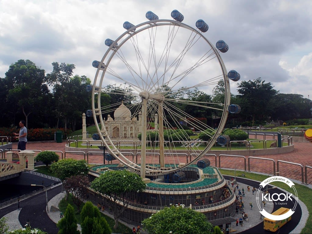 Singapore flyer at Miniland