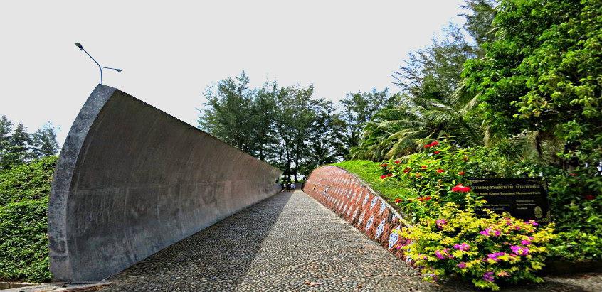 Curved wall at the Tsunami Memorial Park