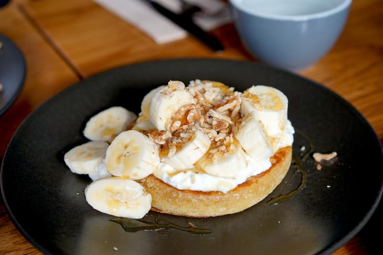 Crumpets-With-Bananas