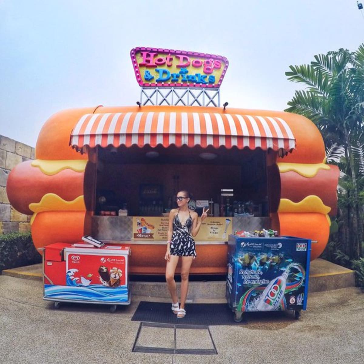 Hotdogs & drinks