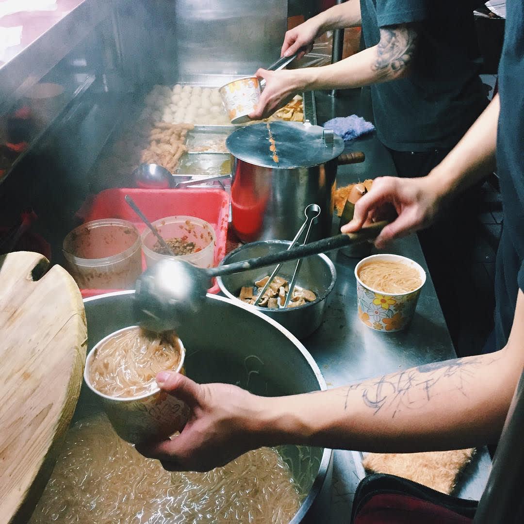 「阿國麻辣麵線」是超人氣的板橋宵夜美食。(圖片來源/Instagram-chien_foodie)