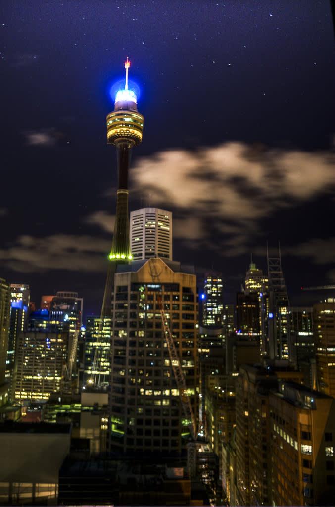 「雪梨塔」是雪梨市區內最高的建築物,也是一覽城市全貌的最佳地點。(Flickr授權作者-Jonathan Scott)