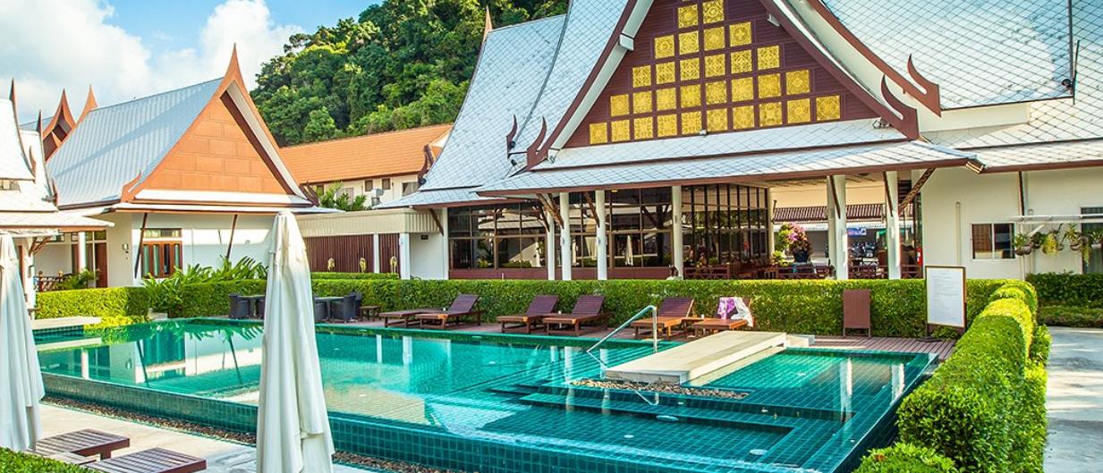 飯店泳池 圖片來源:官網 http://bhutarnkohchang.com/
