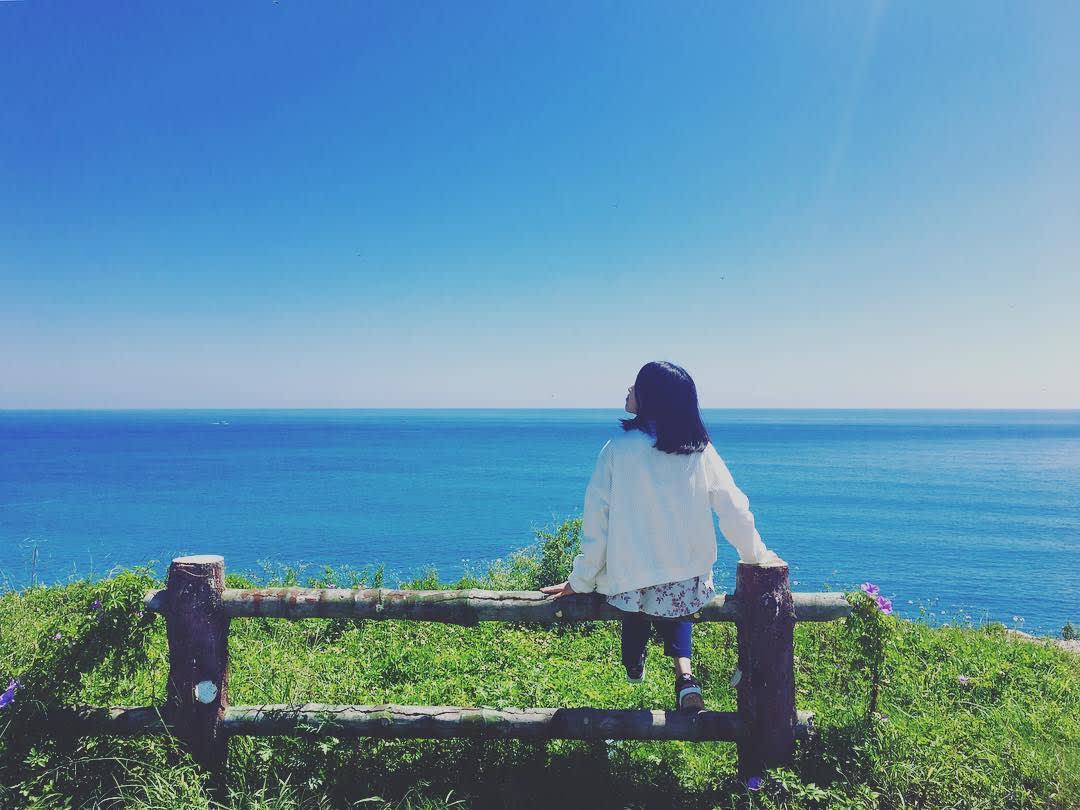 放眼望去,前方就是一大片的無敵海景。(圖片來源/Instagram-queenie689)