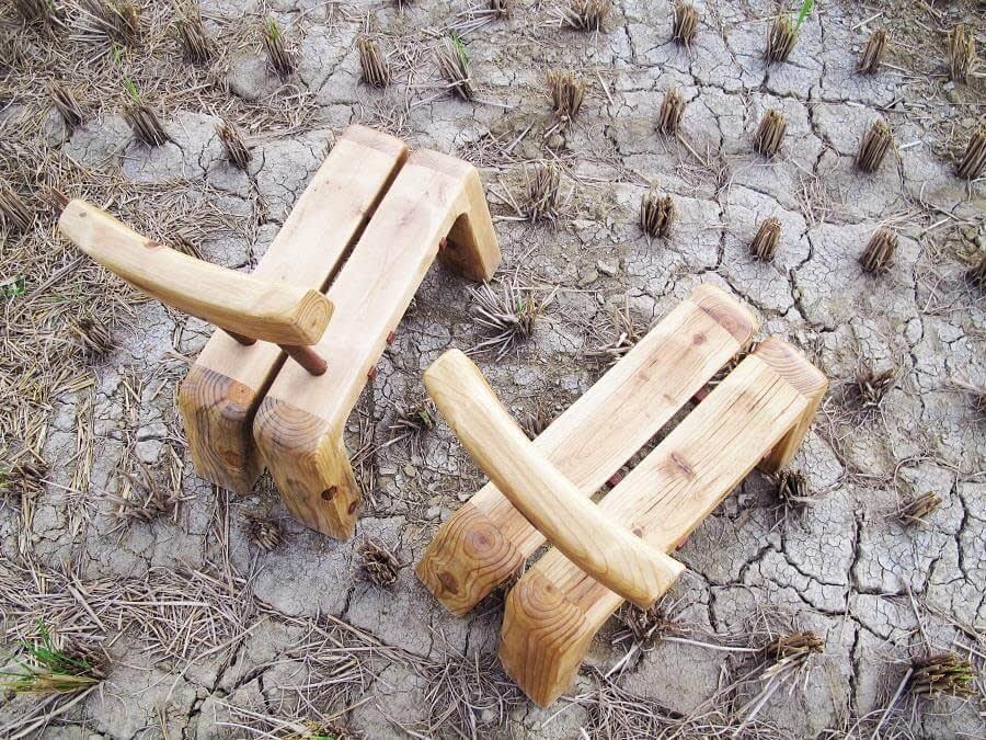 乾 涸 的 土 地 , 需 要 人 們 用 愛 與 注 入 關 懷