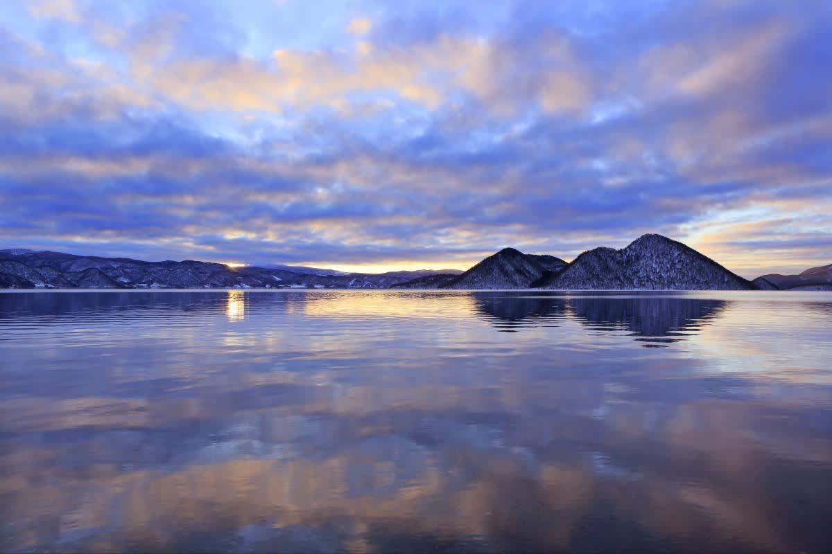 洞 爺 湖 ( 圖 片 來 源 : goo.gl/mMfOvi )