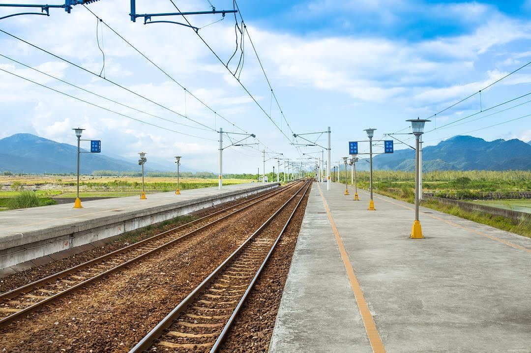 看不見盡頭的鐵路軌道,視野相當遼闊。(圖片來源/Instagram-fansway1121)
