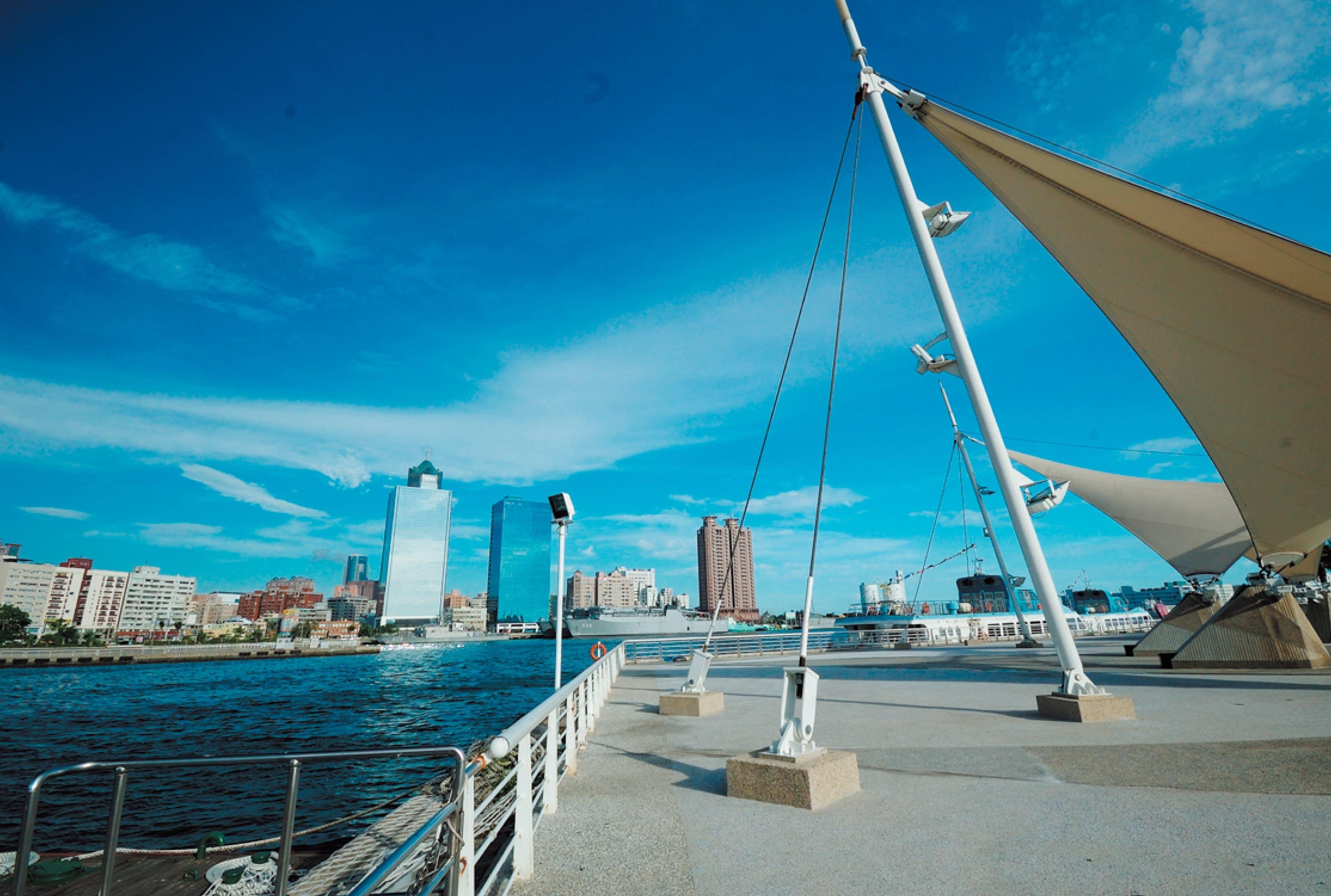 高雄是一座濱海的美麗城市,也有「港都」之別稱。(圖片來源/旅遊臺灣網站)