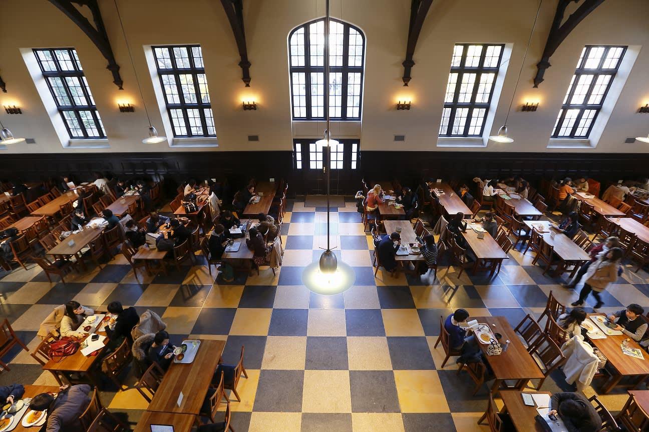 彷 彿 來 到 霍 格 華 茲 學 院 食 堂 ( 圖 片 來 源 : goo.gl/EWvk81 )