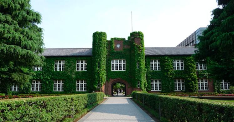 綠 蔭 蔥 蔥 的 校 園 主 建 築
