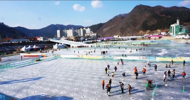 被 CNN 評 選 為 「 冬 季 八 大 奇 蹟 」的 華 川 冰 釣 慶 典 。