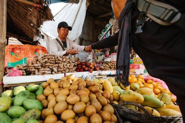熱 帶 風 情 水 果 : 紅 毛 丹 、 芒 果 、 羅 望 子 , 幫 路 上 的 補 給 準 備 充 沛 !