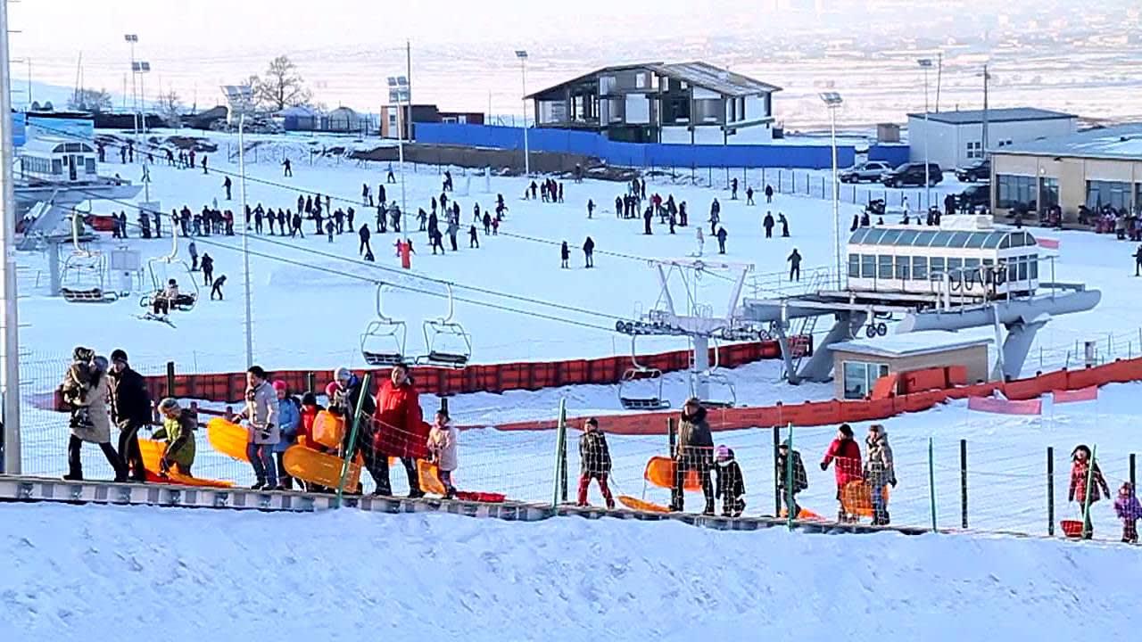 Sky Resort 滑 雪 場 。