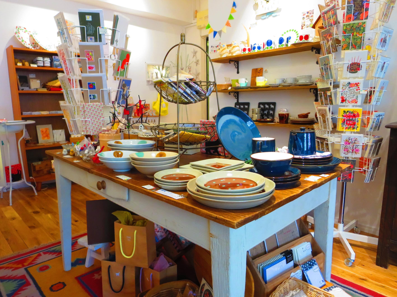 繽紛多彩的小店,除了日本也有很多其他國家的雜貨(照片來源:https://goo.gl/wVJUUB)