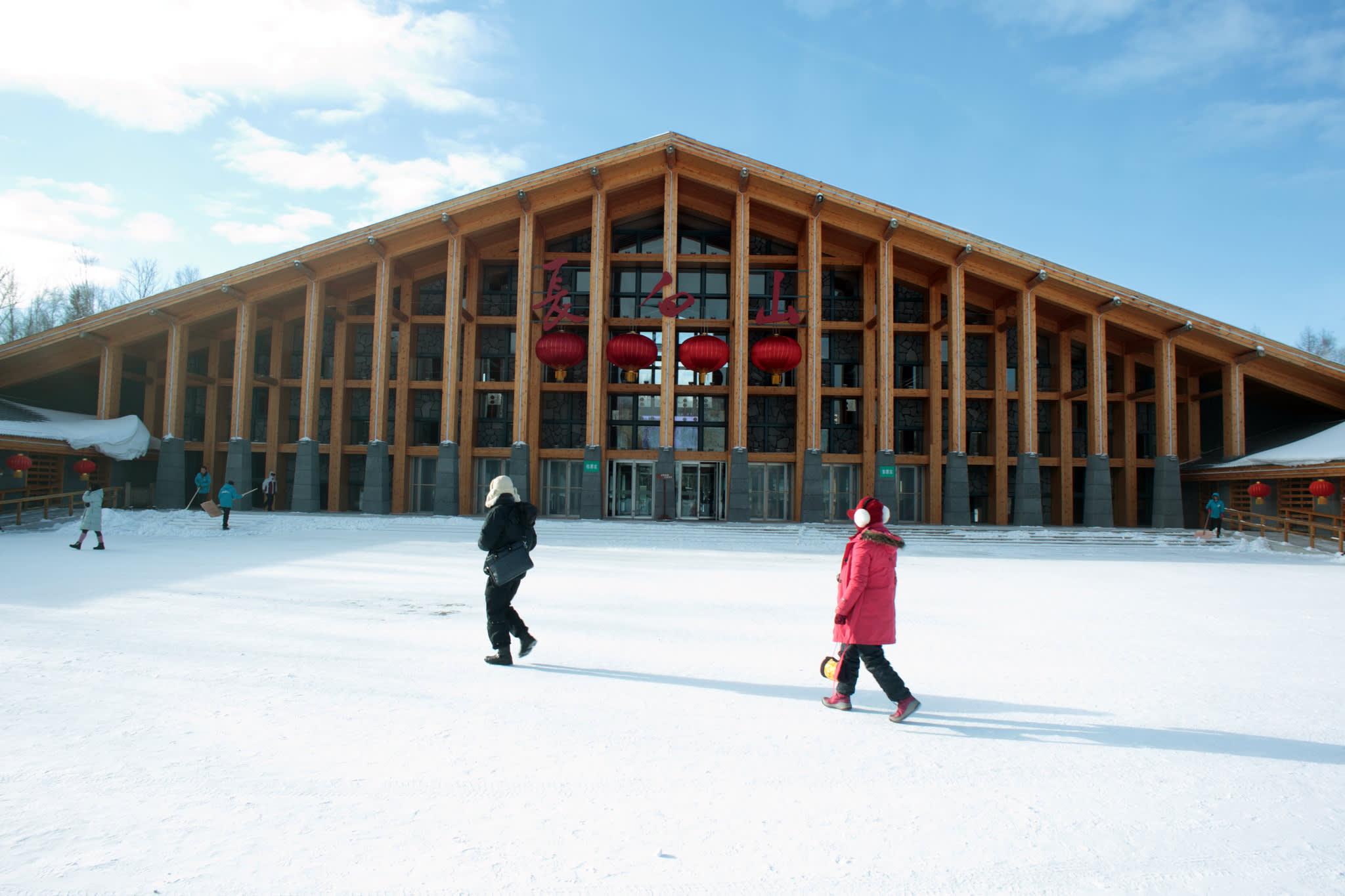 長 白 山 是 大 陸 內 地 旅 滑 雪 旅 遊 十 分 熱 門 的 地 方