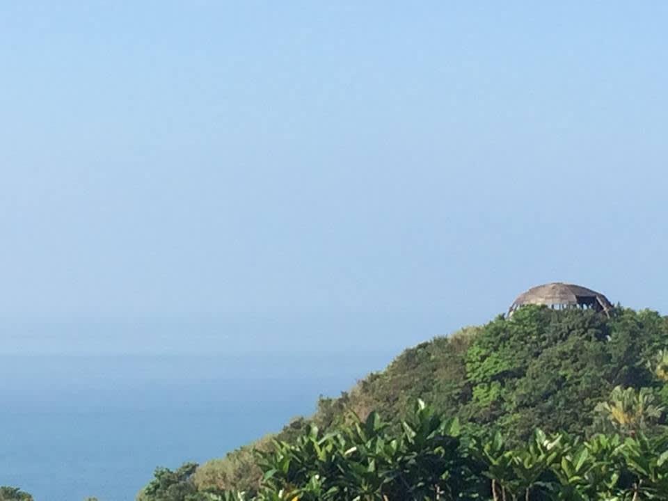 遠眺長仁社區觀景台,形狀好似一顆幽浮