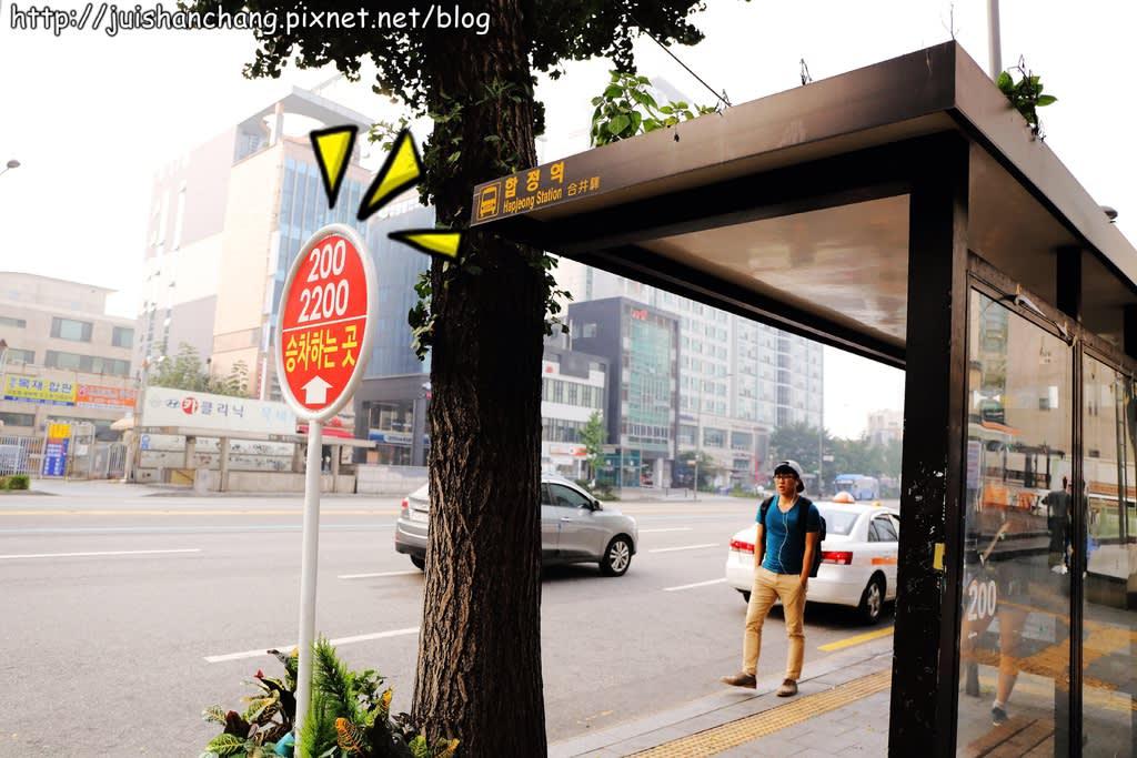 這 個公 車 站 都 有 去 三 大 村 的 公車 指 示 主題村