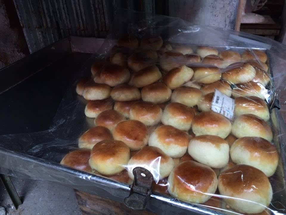 主 要 販 售 各 式 唐 餅。