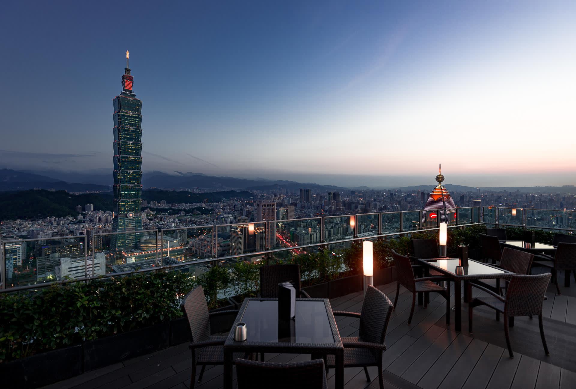 照 片 來 源 :Morton's The Steakhouse - Taipei 台 北 莫 爾 頓 牛 排 館 CC by 2.0