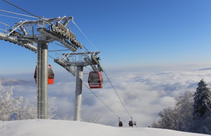 亞 布 力 南 讓 人 滑 雪 之 外 也 可 享 受 極 致 的 山 景