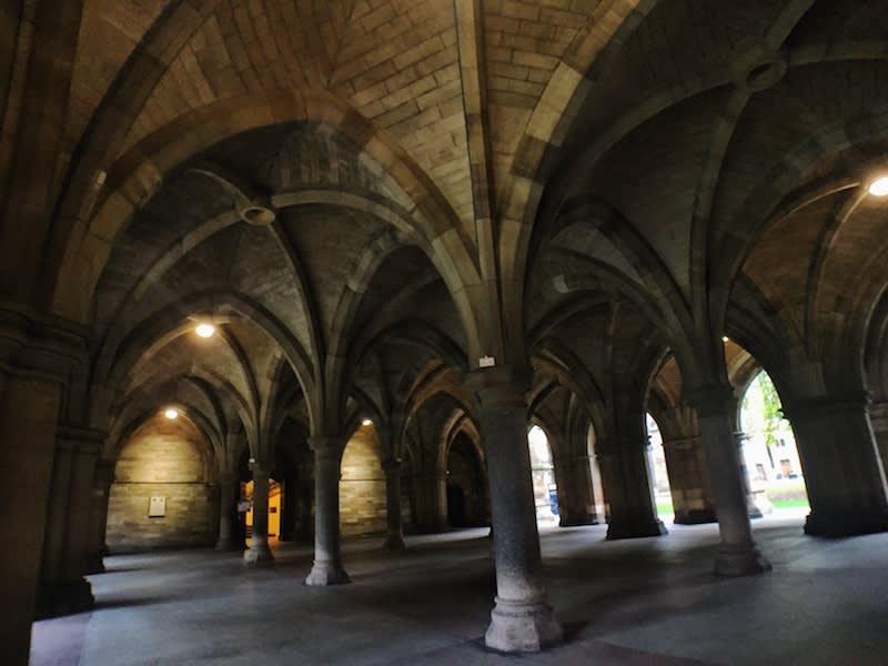 據說「哈利波特」中霍格華茲學院的建築靈感,就是來自格拉斯哥大學的主建築,迴廊也有霍格華茲的影子。Photographer | Serina Su